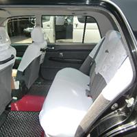 小型ハイグレードタクシー(黒塗り)車内